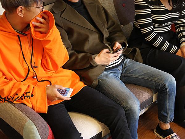 中国で流行っているアプリやスマホ事情など様々な話を聞かせてもらった3人。文化の違いからスマホの使い方やサービス内容自体が変わってくることも分かった