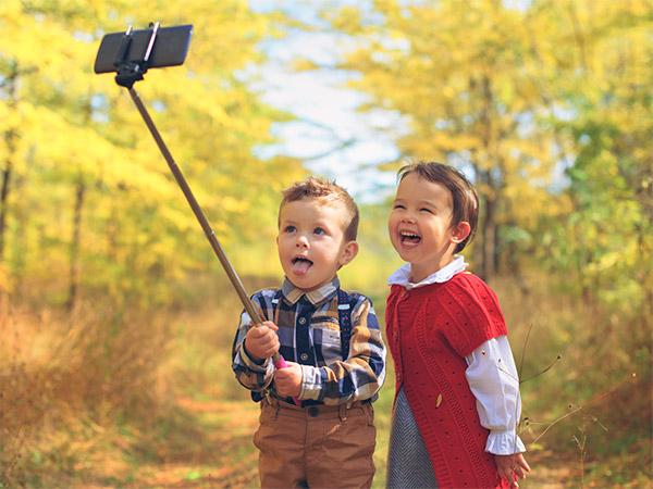 今の親世代が子どもだった頃に、スマートフォンが当たり前のように流通していたなら、どんな使い方をし、どんな生活を送っていたのだろうか?