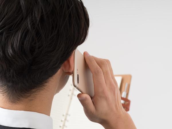 社用携帯を持っていても、「不具合で声が聞こえないような状態だったので、仕方なくプライベート携帯を利用した」(31歳)なんて人も